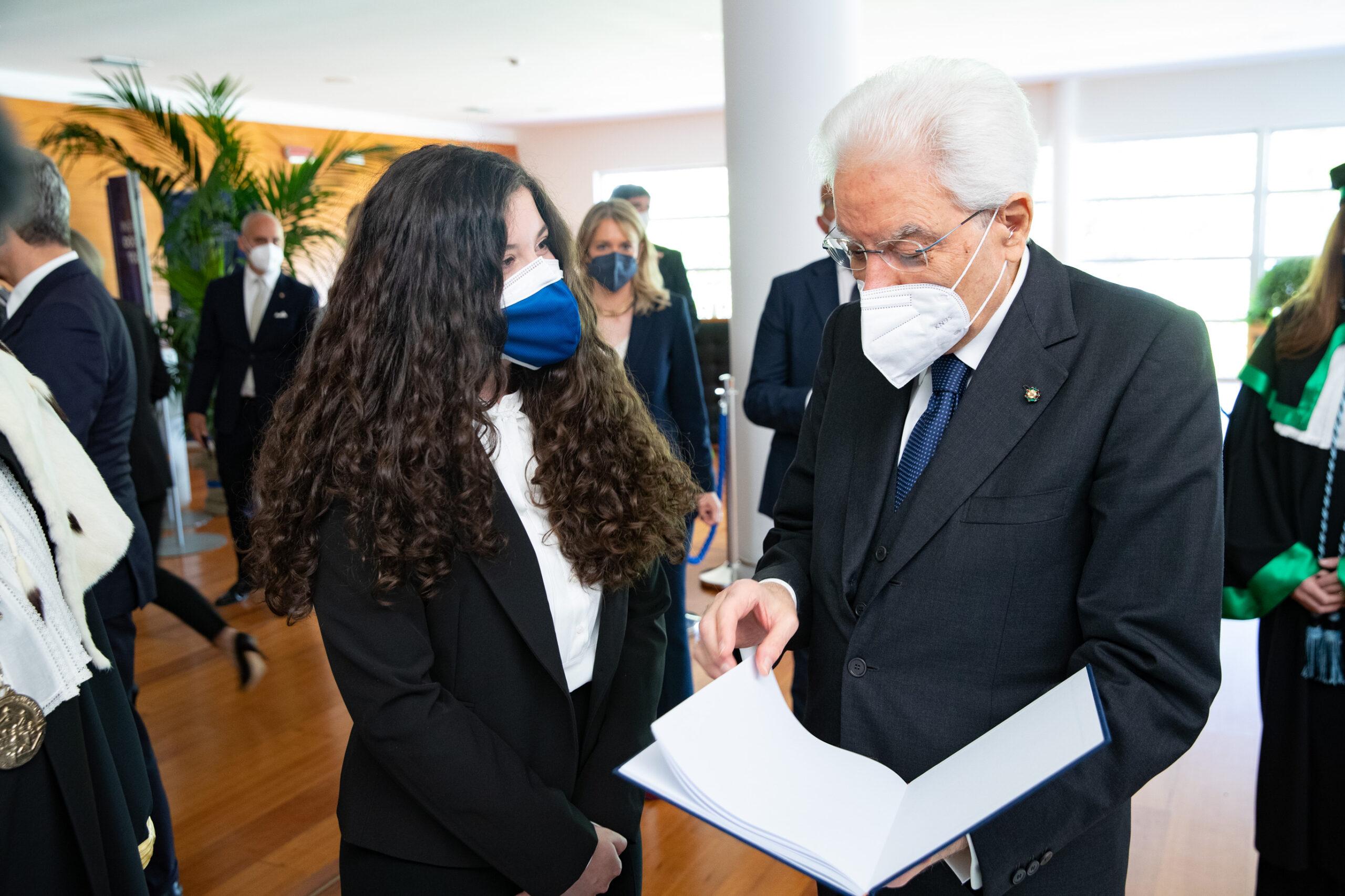 Il dono al Presidente della Repubblica e il discorso della componente studentesca